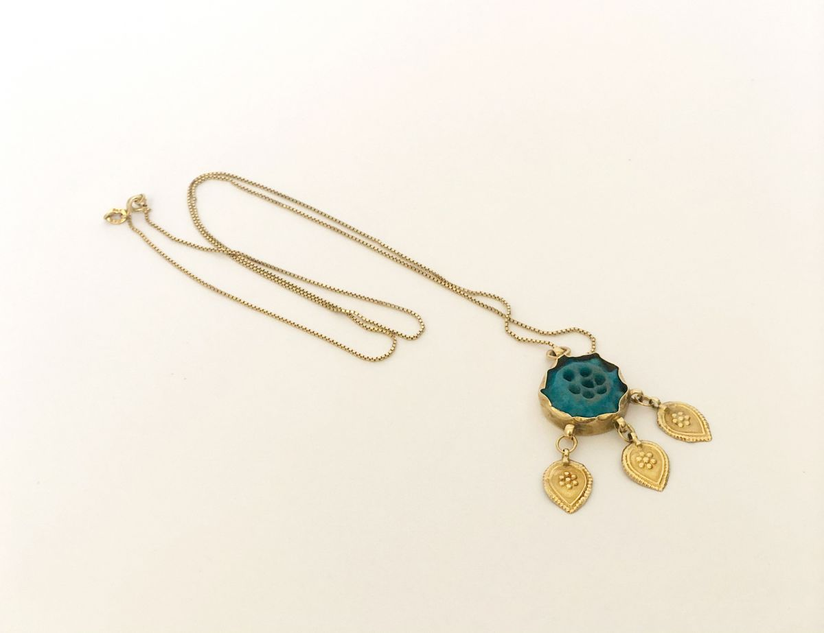 Gold and jade decorative necklace